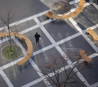 Banc bois design élégant moderne COBRA de METALCO, Nouvelle place des Fêtes PARIS