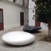 MOONSTONE Galet banc public béton pierre reconstituée - Banquette bois│Metalco fabricant mobilier urbain design