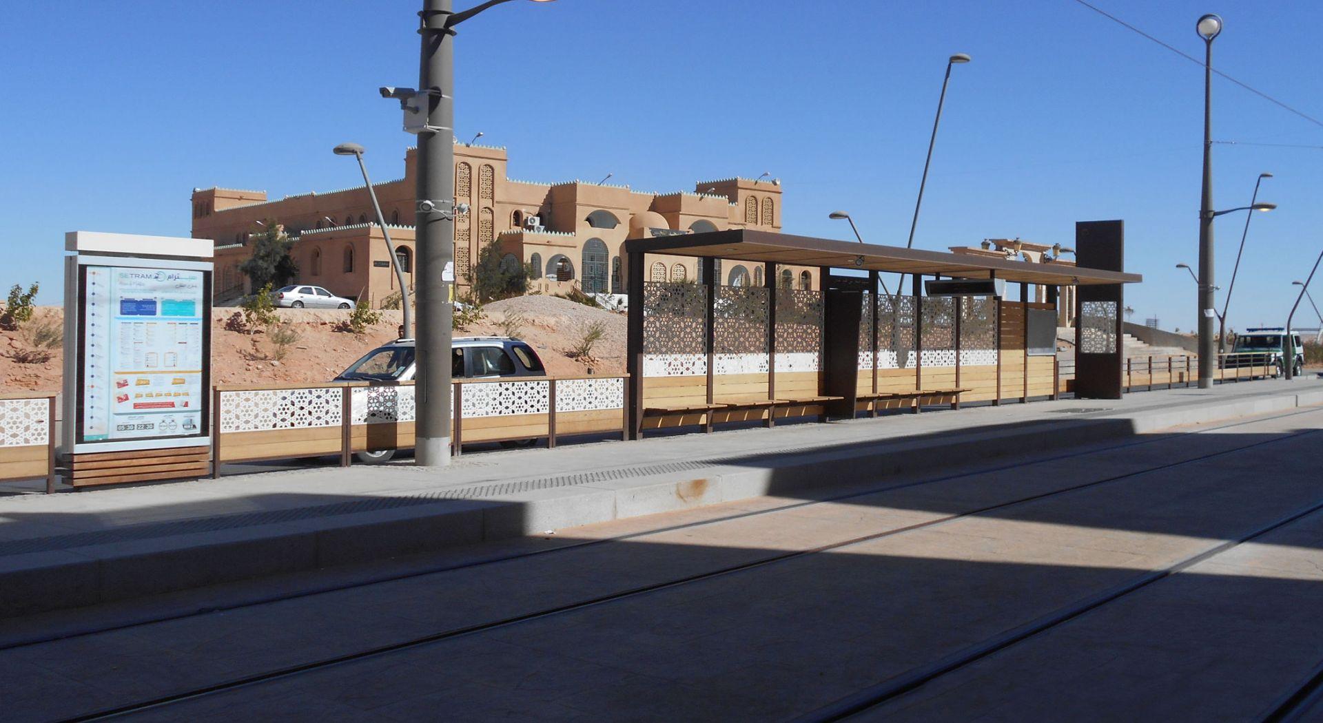 OUARGLA Algérie Abris Tramway et mobilier de quai