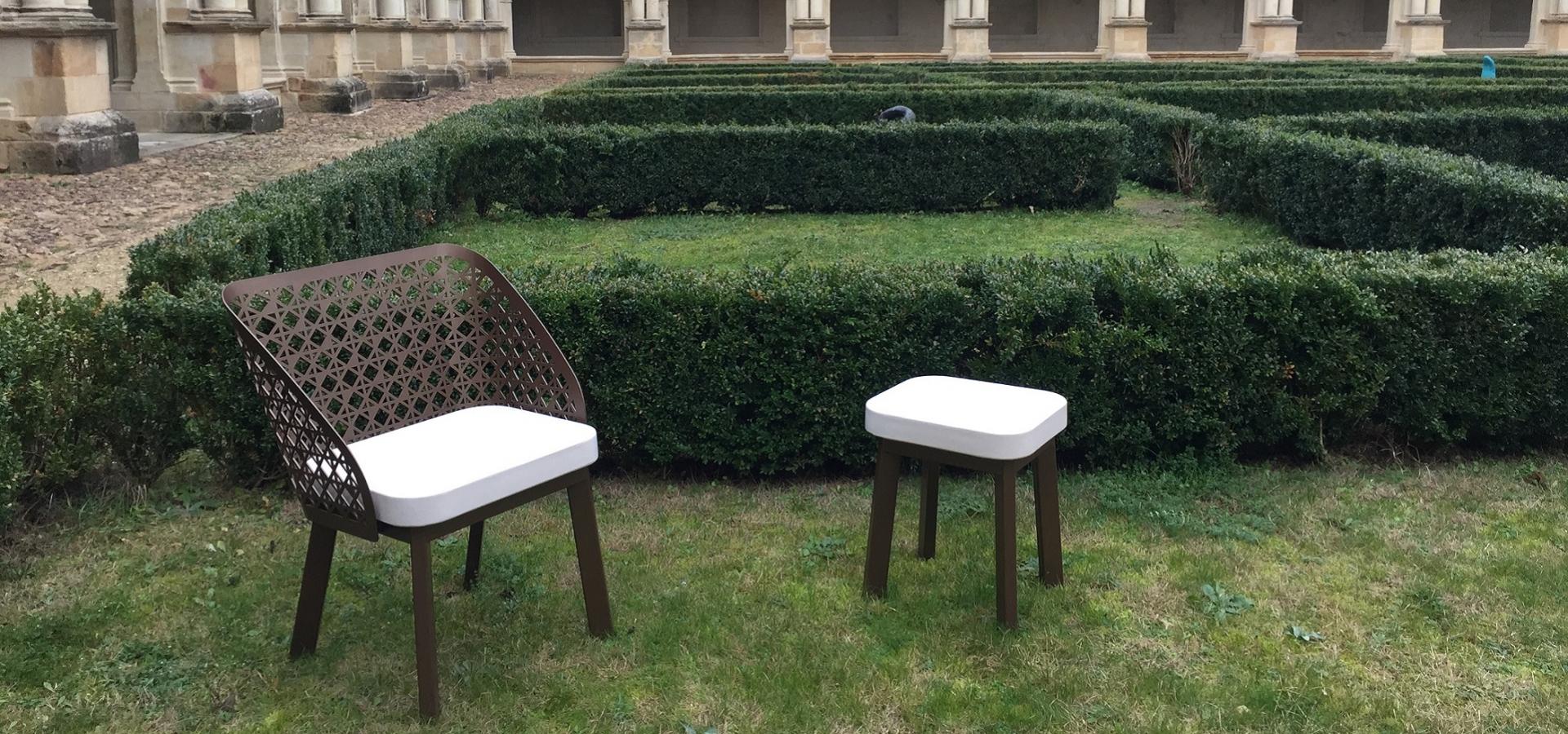 ABBAYE DE FONTEVRAUD Chaise acier ceramique mobilconcpets metalco
