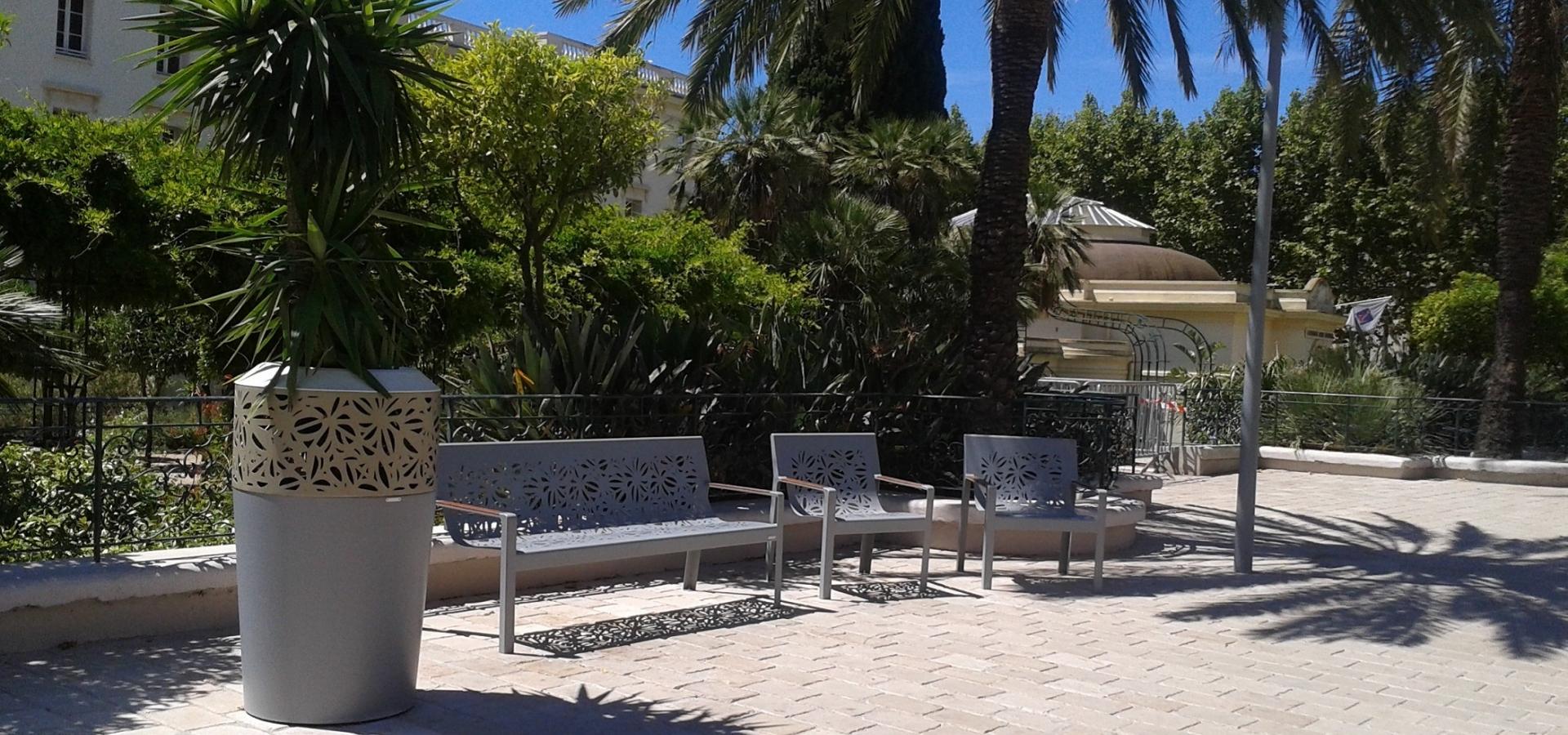 Hy res les palmiers avenue clotis metalco for Mobilier urbain espace public