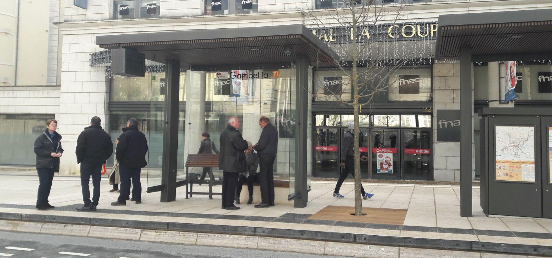 BHNS NIMES Abris voyageurs metalco mobilconcepts