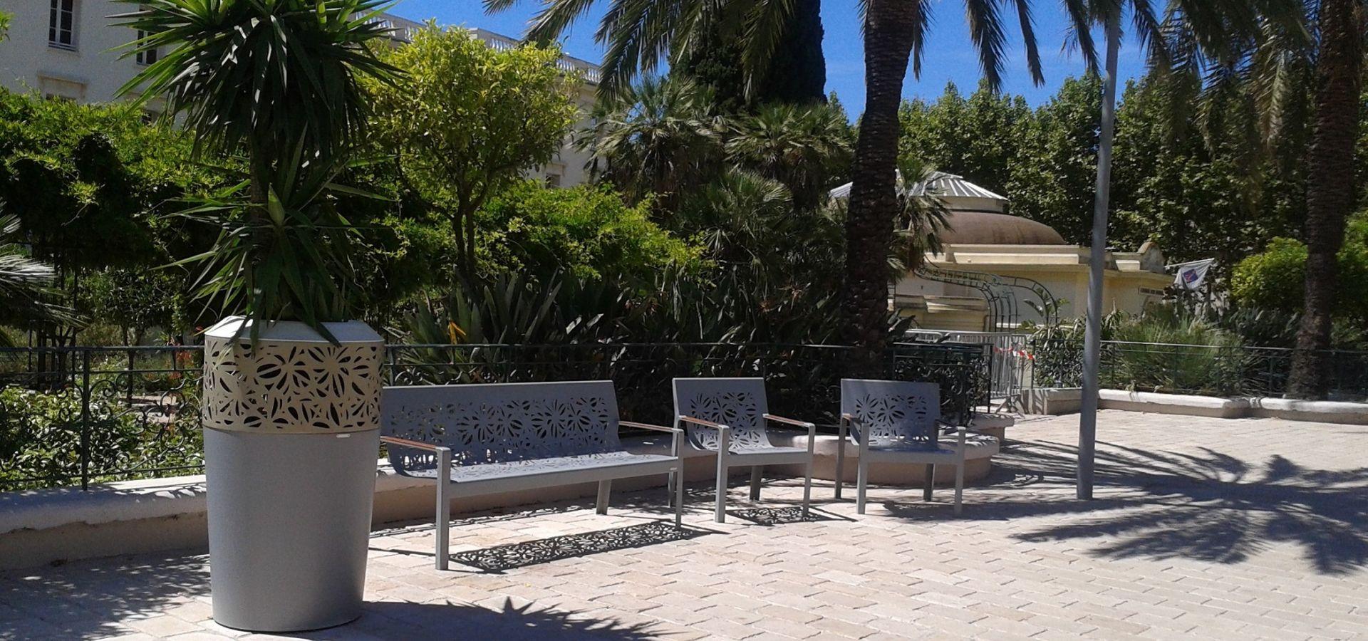 Hyeres-les-Palmiers-mobilier-urbain-METALCO-banc-fauteuil-jardinière--SITA