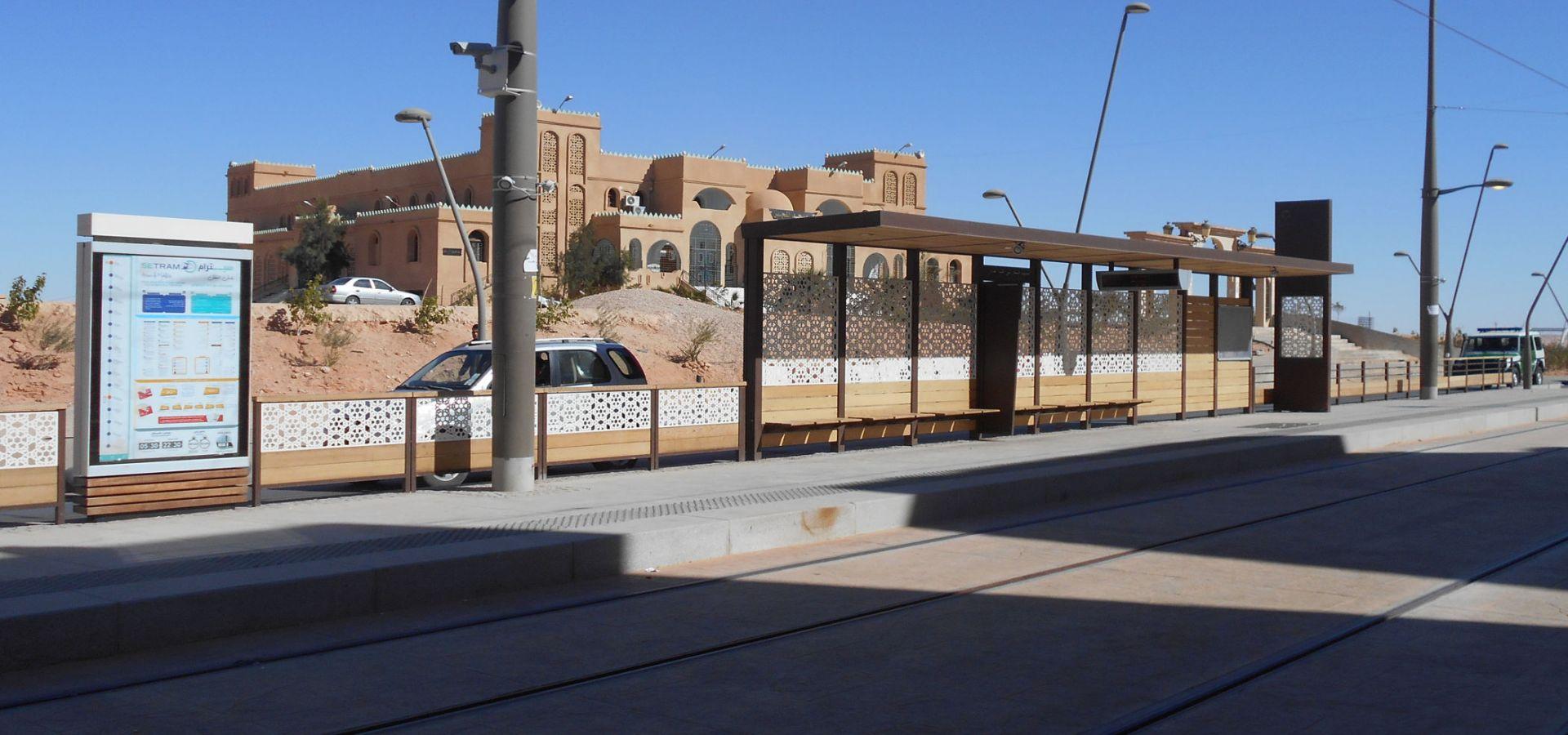 Ouargla Algérie station tramway mobilier de quai METALCO