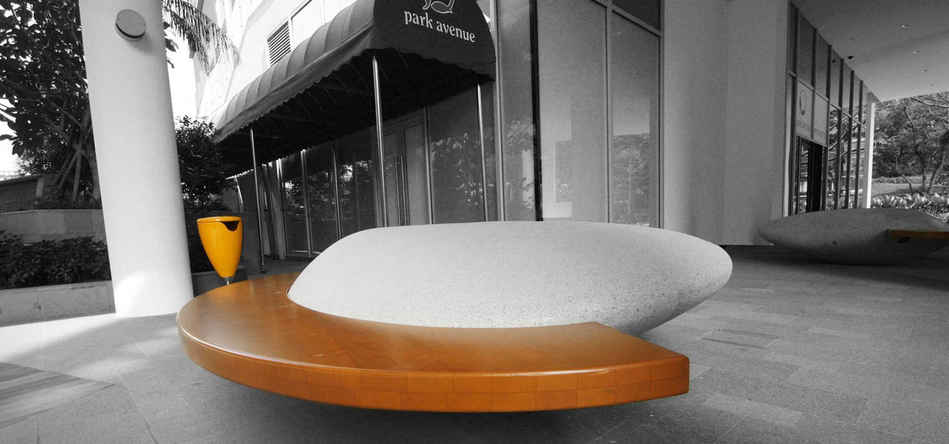 MOONSTONE Galet banc urbain béton original - Blanc ou Noir - Banquette bois│Metalco fabricant mobilier urbain design
