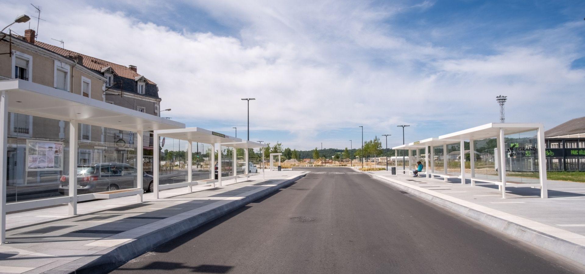 Mobilier Urbain Abris Bus, Abris voyageurs pôle gare Périgueux - fabricant Metalco
